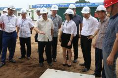 Chủ tịch UBND tỉnh Nguyễn Tử Quỳnh kiểm tra tiến độ xây dựng dự án nhà ở ở xã hội tại Yên Phong và Quế Võ