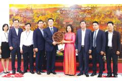 Chủ tịch UBND tỉnh Nguyễn Hương Giang làm việc với Công ty TNHH Hanwha Techwin Security Việt Nam