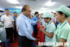 Thủ tướng Nguyễn Xuân Phúc thăm, động viên công nhân lao động tại Bắc Ninh