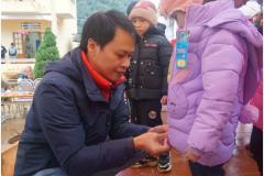 Công đoàn Công ty TNHH Sungwoo Vina tặng quà cho điểm trường vùng cao